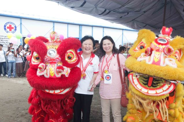 from left: Red Cross (China) EVP & Intl Red Cross VP Dr. Baige Zhao and Mdme Ivy Wu are welcomed by Lion Dancers. Photo taken last February 10, 2014 in Tacloban, Leyte by Jude Bautista.