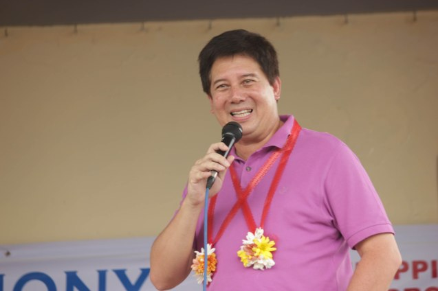 Tacloban Mayor Alfred Romualdez inspires his constituents. Photo taken last February 10, 2014 in Tacloban, Leyte by Jude Bautista.