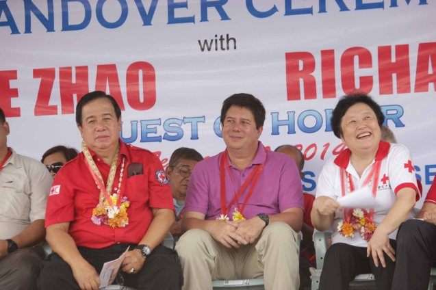 from left: Red Cross (Phil) Chairman and CEO Richard Gordon, Tacloban Mayor Alfred Romualdez and Red Cross (China) EVP & Intl Red Cross VP Dr. Baige Zhao. Photo taken last February 10, 2014 in Tacloban, Leyte by Jude Bautista.