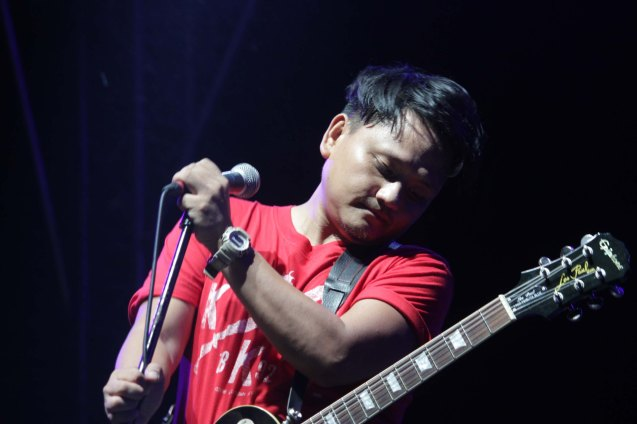 PERYODIKO's Ebe Dancel at the Plaza Maestranza Intramuros stage. Fete Dela Musique 2014 had 200 acts in more than 20 different locations last June 21, 2014. Photo by Jude Bautista