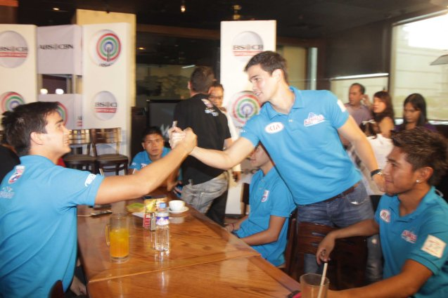CLEAR endorsers from left: James and Phil Younghusband BOND at OUTBACK Steakhouse last June 4, 2014. Photo by Jude Bautista
