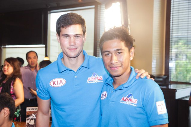 AZKALS  from left: Phil Younghusband with Daisuke Sato at OUTBACK Steakhouse last June 4, 2014. Photo by Jude Bautista