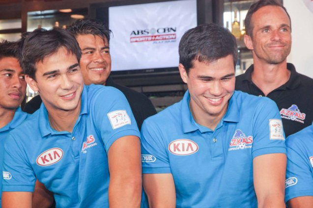 CLEAR endorsers from left: James and Phil Younghusband behind them are from left Goalie Coach Jorge Kuriyama and Asst. Coach Bruno Baltazar. Photo taken at OUTBACK Steakhouse last June 4, 2014 by Jude Bautista