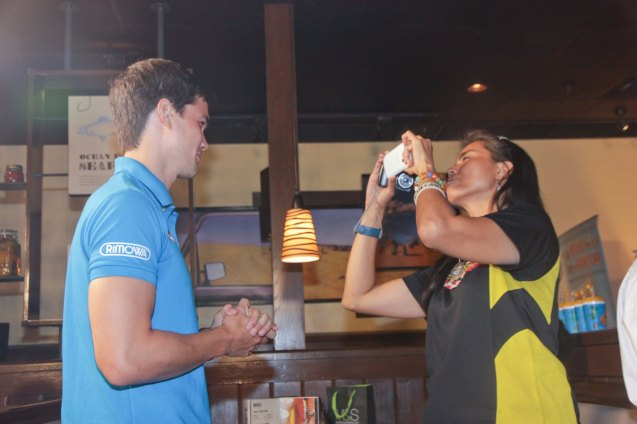 Pinoy Fitness Writer Mars Callo shoots Phil Younghusband at OUTBACK Steakhouse last June 4, 2014. Photo by Jude Bautista