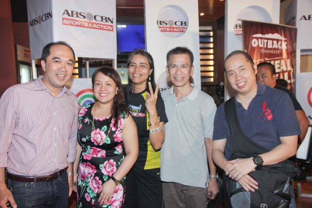 from left: ABS CBN Integrated Sports Dino Laurena, ABS CBN Public Affairs Kathy Solis, Pinoy Fitness Writer Mars Callo, Writer Ibarra Mateo and Photojournalist Jude Bautista at OUTBACK Steakhouse last June 4, 2014. Photo by Jude Bautista