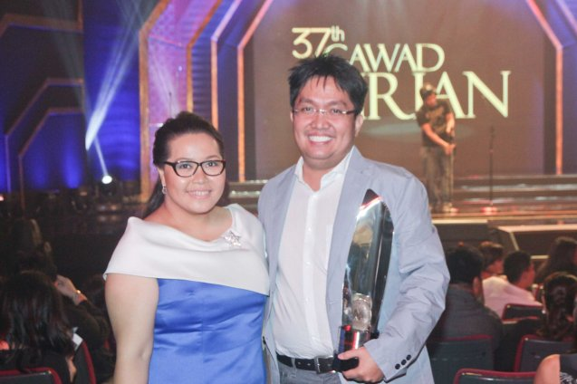 right: Best Editing awardee Chuck Gutierrez (RIDDLES OF MY HOMECOMING) with Best Documentary nominee Baby Ruth Villarama (JAZZ IN LOVE). The 37th Gawad Urian Awards was held at the Dolphy Theater last June 17, 2014. Photo by Jude Bautista.