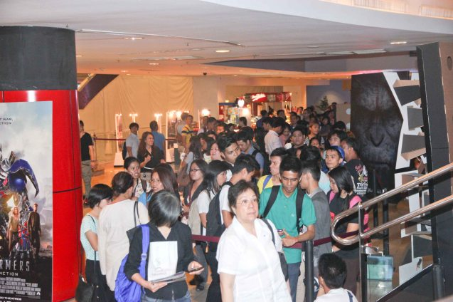 There were long queues for the opening film HOMELAND. The Eiga Sai Japanese Film Festival will screen films for free from July 4 to 13, 2014 at the Shang Cineplex, Shang Rila Plaza Mall. Photo by Jude Bautista