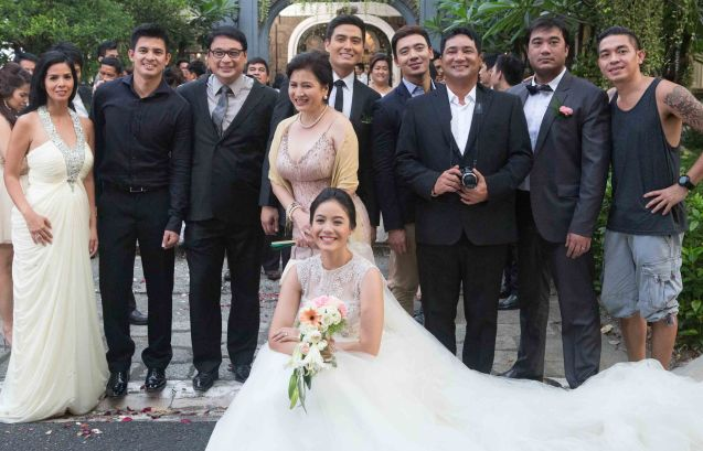 S6PARADOS wedding pic standing from right: director GB Sampedro, Victor Neri, Anjo Yllana, Erik Santos, Alfred Vargas, Melissa Mendez, Ricky Davao, Jason Abalos, Patricia Javier and foreground bride: Ritz Azul. Cinemalaya X running from August 1-10, 2014 in CCP will have satellite venues: Greenbelt, Alabang Town Center, Trinoma and Fairview Terraces.