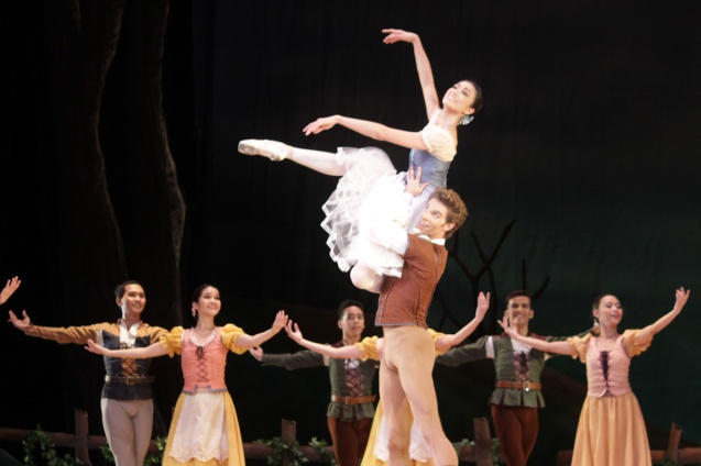 James Whiteside (Albrecht) lifts Stella Abrera (Giselle) effortlessly. Ballet Philippines' 45th year was celebrated with a special staging of GISELLE from September 19, 20 & 21, 2014 at the CCP Tanghalang Nicanor Abelardo. Photo by Jude Bautista