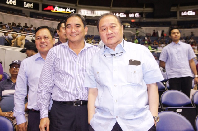 from right: PLDT Chairman and SBP Pres. Manny V Pangilinan and MPTC Pres. & CEO Ramoncito Fernandez. Catch PBA games live in SMART ARANETA Coliseum. If not you can watch the PBA's 40th season live airing on TV5 five times a week on TUES, WED and FRI, with the first game at 4:15 p.m. and the second game at 7 p.m.; on SAT at 5 p.m.; and SUN at 3 p.m. and 5 p.m. Photo by Jude Bautista