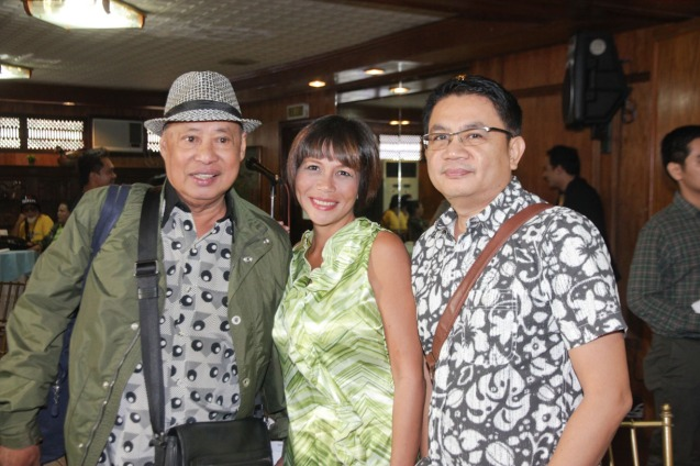 from left: Gil Portes (HUKLUBAN), Mailes Kanapi (TYANAK) and Interaskyon Ent Editor Eric Ramos. Catch the HORROR PLUS Film Fest from October 29-Nov.4, 2014 at SM Cinemas. Photo by Jude Bautista