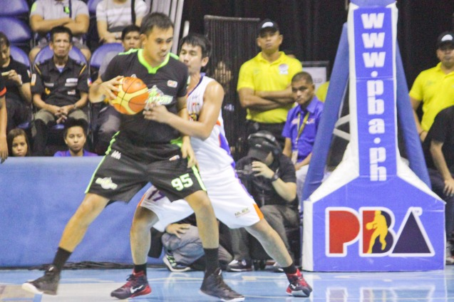 Batang Pier Yancy De Ocampo posts up against  NLEX Road Warrior Aldrech Ramos. Catch PBA games live in SMART ARANETA Coliseum. If not you can watch the PBA's 40th season live airing on TV5 five times a week on TUES, WED and FRI, with the first game at 4:15 p.m. and the second game at 7 p.m.; on SAT at 5 p.m.; and SUN at 3 p.m. and 5 p.m. Photo by Jude Bautista