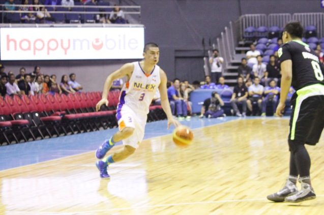NLEX Road Warrior Mac Cardona going strong against Batang Pier Bonjay Buenafe. Catch PBA games live in SMART ARANETA Coliseum. If not you can watch the PBA's 40th season live airing on TV5 five times a week on TUES, WED and FRI, with the first game at 4:15 p.m. and the second game at 7 p.m.; on SAT at 5 p.m.; and SUN at 3 p.m. and 5 p.m. Photo by Jude Bautista