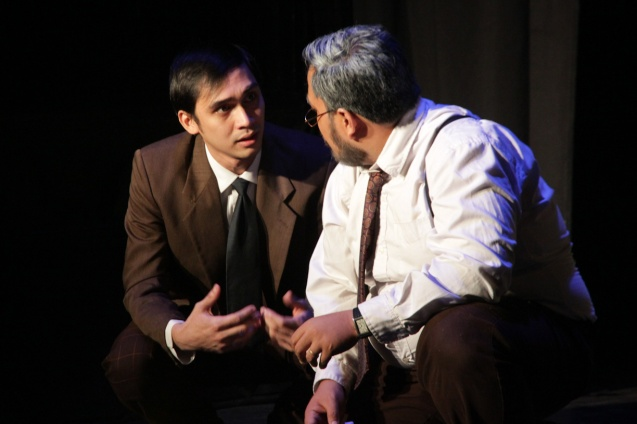 from right: Jonathan Tadioan (Willy) and Marco Viaña (Biff). PAHIMAKAS SA ISANG AHENTE (DEATH OF A SALESMAN) of Tanghalang Pilipino runs from September 26 to October 19, 2014 at the Tanghalang Huseng Batute Theater, CCP. Photo by Jude Bautista
