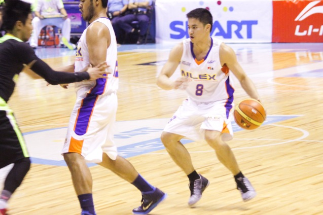 NLEX Road Warrior John Raymundo sets up offense. Catch PBA games live in SMART ARANETA Coliseum. If not you can watch the PBA's 40th season live airing on TV5 five times a week on TUES, WED and FRI, with the first game at 4:15 p.m. and the second game at 7 p.m.; on SAT at 5 p.m.; and SUN at 3 p.m. and 5 p.m. Photo by Jude Bautista