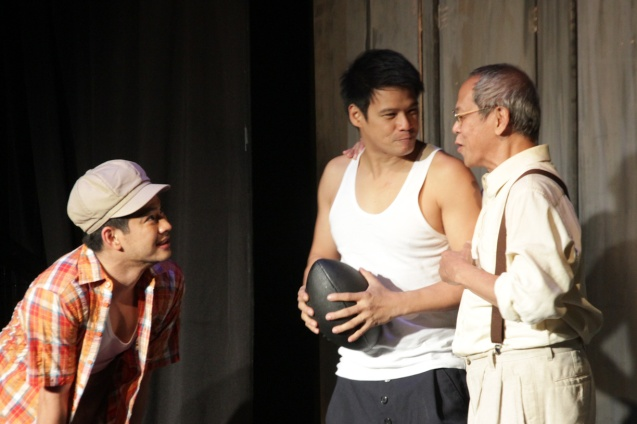 from left: Ricardo Magno (Happy), Yul Servo (Biff) and Nanding Josef (Willy). PAHIMAKAS SA ISANG AHENTE (DEATH OF A SALESMAN) of Tanghalang Pilipino runs from September 26 to October 19, 2014 at the Tanghalang Huseng Batute Theater, CCP. Photo by Jude Bautista