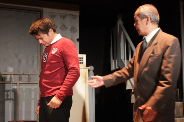 from left: Yul Servo (Biff) and Nanding Josef (Willy). PAHIMAKAS SA ISANG AHENTE (DEATH OF A SALESMAN) of Tanghalang Pilipino runs from September 26 to October 19, 2014 at the Tanghalang Huseng Batute Theater, CCP. Photo by Jude Bautista