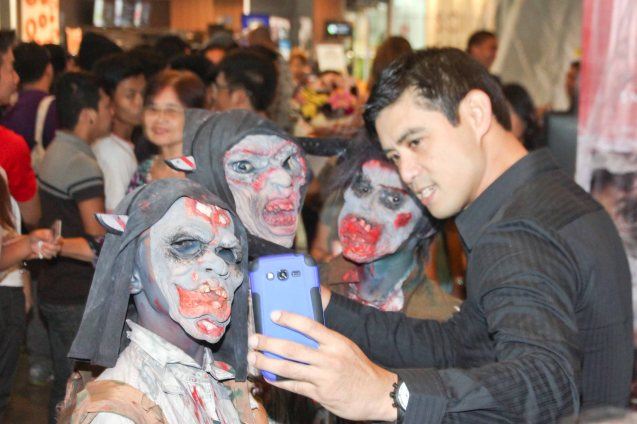 Robert Kuan's selfie with zombies. Catch the HORROR PLUS Film Fest from October 29-Nov.14, 2014 at SM Cinemas. Photo by Jude Bautista