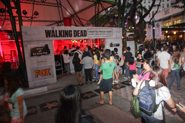 People could NOT wait to get into the official WALKING DEAD PRISON HOUSE at Eastwood City. Tonight, November 9, 2014 is the last night. Photo by Jude Bautista