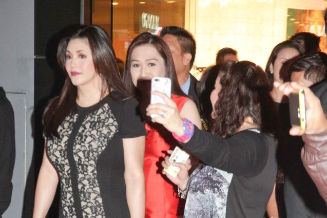 Fan shoots selfie w Regine Velasquez. The 27th Awit Awards was held at the Newport Performing Arts Theater, Resort's World Manila last December 12, 2014. Photo by Jude Bautista