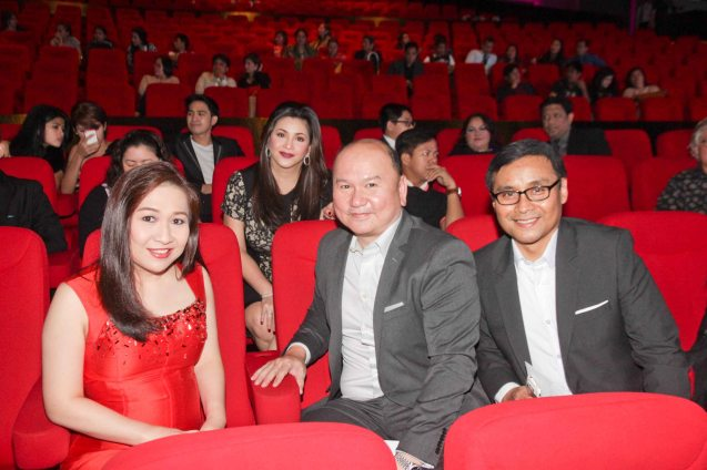 Back row: Regine Velasquez-Alcasid with Universal Records General Mgr Kathleen Go, Unicap Managing Dir George Go and Universal Records Producer Ito Rapadas. The 27th Awit Awards was held at the Newport Performing Arts Theater, Resort's World Manila last December 12, 2014. Photo by Jude Bautista
