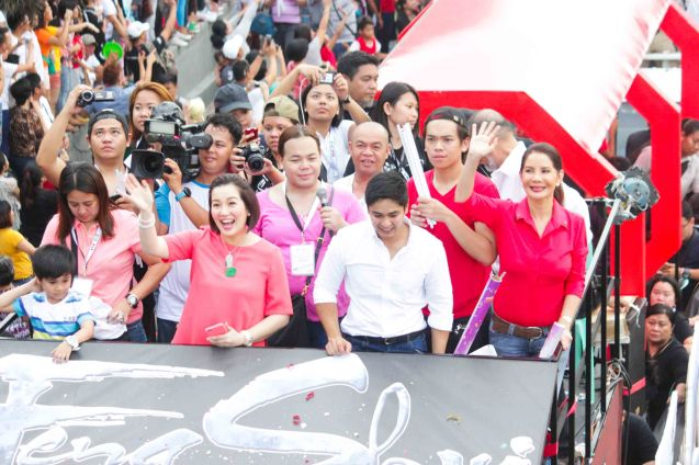 FENG SHUI cast from left: Kris Aquino, Coco Martin and Carmi Martin Aquino during the MMFF parade last December 23, 2014 at Roxas Boulevard. Photo by Jude Bautista