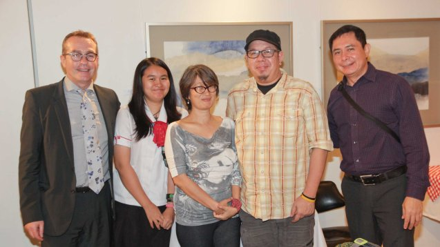 from left: AF Exec Dir Patrick Deyvant, Patricia Vitug, PDI reporter Veronica Uy, GMA Host/Writer Balitanghali and NUJP Vice Chair Alwyn Alburo and MB Senior Writer Roy Mabasa. A candle lighting ceremony for the victims of the Charlie Hebdo attack was held at Alliance Francaise de Manille last Januarry 14, 2015. Photo by Jude Bautista