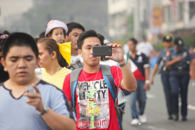 Jan 16, 2015 fans shoot the scene with their cell phones before Pope Francis passes by across Plaza Dilao, Quirino Ave, Paco Manila. Photo by Jude Bautista