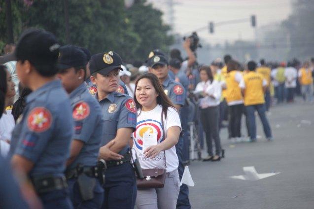 Volunteer directs human barricade, Plaza Dilao, Quirino Ave, Paco Manila last January 16, 2015. Photo by Jude Bautista
