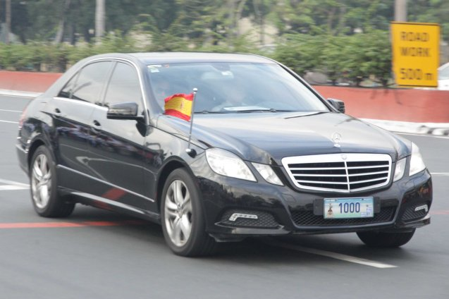 Spanish diplomatic car speeds through for Pope's reception in Malacañang Quirino Ave, Paco Manila last January 16, 2015. Photo by Jude Bautista