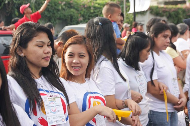Youth volunteers at human barricade along Quirino Ave, Paco Manila last January 16, 2015. Photo by Jude Bautista