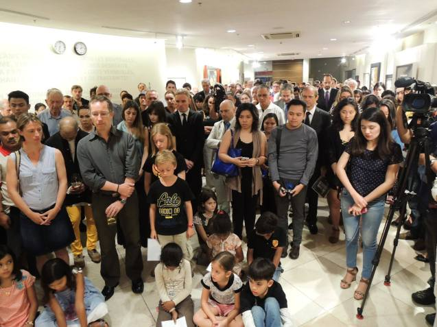 The French Community and friends in the Philippines attended the candle lighting ceremony for the victims of the Charlie Hebdo attack. The ceremony was held at Alliance Francaise de Manille, last January 14, 2015. Photo by Martin Macalintal