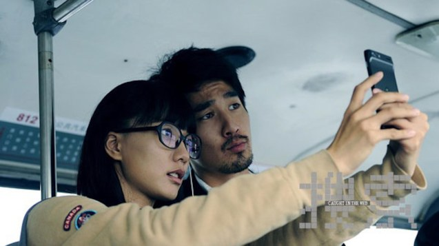 Yang Jiaqi (Luodan Wang) ussie w Yang Shoucheng (Mark Chao). Watch CAUGHT IN THE WEB and other Chinese films for free in Spring Film Festival at Shang Cineplex, Shang Rila Plaza Mall from Feb 13-22, 2015.