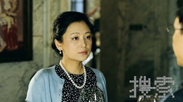 Chen Hong plays the billionaire's wife Mo Xiaoyu. Watch CAUGHT IN THE WEB and other Chinese films for free in Spring Film Festival at Shang Cineplex, Shang Rila Plaza Mall from Feb 13-22, 2015.