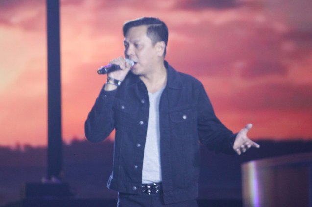 The Dawn was the grand finale: actor/vocalist Jett Pangan. The Dawn dedicated their medley of IISANG BANGKA, SALAMAT and TULAD NG DATI for SAF44. FUSION the 1st Phil. Music Festival was held January 30, 2015 just 5 days after the Mamasapano Clash. Photo by Jude Bautista