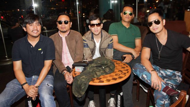 6CycleMind wearing RayBans from left: Manager/songwriter Darwin Hernandez, (bass) Bob Cañamo, (rhythm Guitars) Rye Sarmiento, (drummer) Vic Aquino and vocalist Tutti Caringal. FUSION the 1st Phil. Music Festival was held January 30, 2015 just 5 days after the Mamasapano Clash. Photo by Jude Bautista
