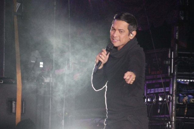 Gary Valenciano dedicated his hit IPAGPATULOY MO, GALING NG PINOY for SAF 44. FUSION the 1st Phil. Music Festival was held January 30, 2015 just 5 days after the Mamasapano Clash. Photo by Jude Bautista