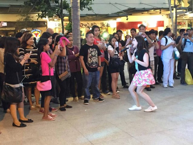 Tippy Dos Santos serenades shoppers on Bonifacio High Street. Photo from Official OPM facebook page. PALAKASIN ANG OPM COLLAB Sessions first 12-hour OPM festival was held at the Bonifacio High Street Amphitheatre, Bonifacio Global City Taguig last March 14, 2015.