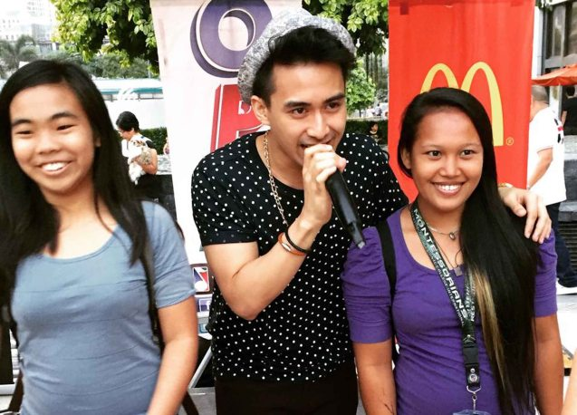 Young JV poses w fans. Photo from Official OPM facebook page. PALAKASIN ANG OPM COLLAB Sessions first 12-hour OPM festival was held at the Bonifacio High Street Amphitheatre, Bonifacio Global City Taguig last March 14, 2015.