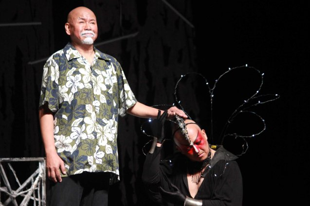 from left: Bernardo Bernardo (Haring Lear) and George de Jesus III (Regan). Studio Connection's HARING LEAR can be seen at the CSB SDA Theater from February 27 to March 8, 2015. HARING LEAR is also part of the FRINGE MANILA Multi arts festival. Photo by Jude Bautista