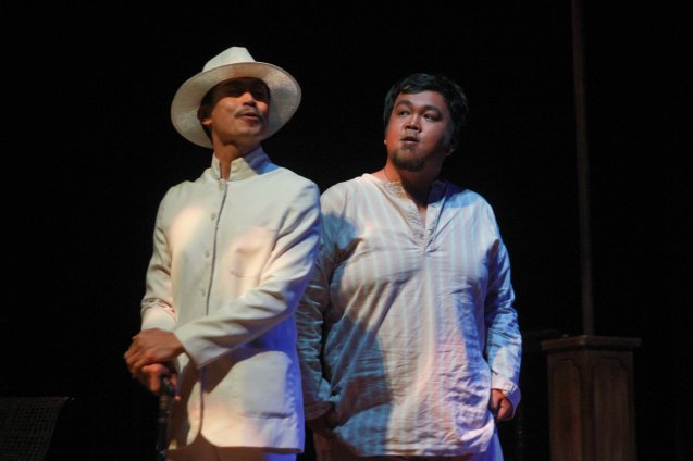 from left: Arnold Reyes (Señor Vicente) and Jonathan Tadioan (Anton). Tanghalang Pilipino's adaptation of DANGEROUS LIAISONS—JUEGO DE PELIGRO at CCP was a huge hit watch out for its next run; Costumes by James Reyes. Photo by Jude Bautista