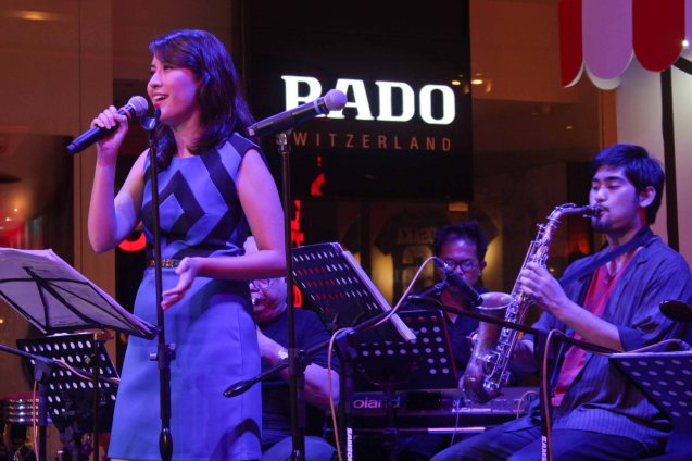 Marie Puyat jams with The Executive Band. Try out designer coffee and listen to great jazz in COFFEE TEA AND ALL THAT JAZZ AT THE SHANG, East Atrium of the Shangri-La Plaza Mall from March 20-29, 2015. Photo by Jude Bautista