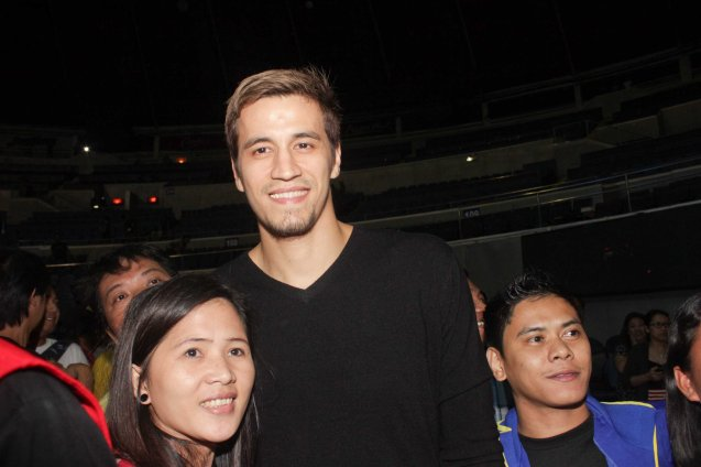 PBA star Marc Pingris is mobbed by fans. Rexona Men was one of the many sponsors of PINOY PRIDE 30 D-DAY. Their endorser PBA star Marc Pingris was ringside catching all the action. He can also be seen in ads for other Unilever brands such as Master Facial Wash and was part of Master Game Face Challenge along with Chris Tiu. Photo by Jude Bautista