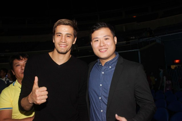 from left: Marc Pingris & Balls Channel Program Mktg Mngr Chris Wong. Rexona Men was one of the many sponsors of PINOY PRIDE 30 D-DAY. Their endorser PBA star Marc Pingris was ringside catching all the action. He can also be seen in ads for other Unilever brands such as Master Facial Wash and was part of Master Game Face Challenge along with Chris Tiu. Photo by Jude Bautista