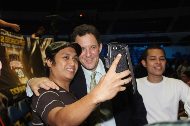 A fan takes selfie with Ring Announcer Ted Lerner. PINOY PRIDE 30 D-Day was held at the SMART Araneta Coliseum last March 28, 2015. Photo by Jude Bautista