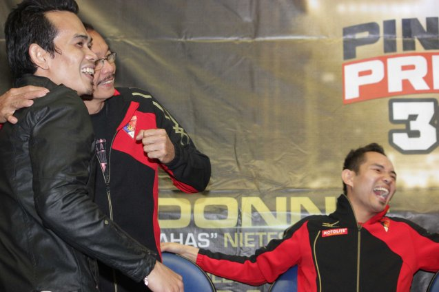 Impersonator cracks up Nonito after calling Nonito Sr his father. PINOY PRIDE 30 D-Day was held at the SMART Araneta Coliseum last March 28, 2015. Photo by Jude Bautista