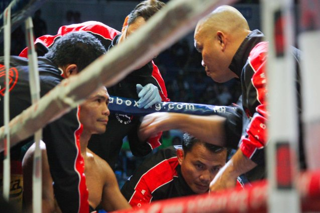Trainer Edmond Villamor tells Donnie to time the overhead right perfectly. PINOY PRIDE 30 D-Day was held at the SMART Araneta Coliseum last March 28, 2015. Photo by Jude Bautista