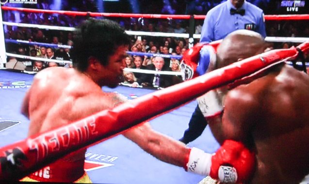 Floyd turtles up in the 4th round as Pacquiao punishes his body.