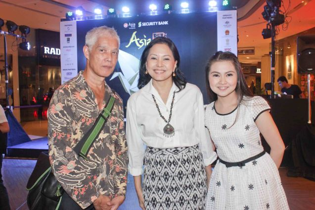 from left: NIÑO director Loy Arceñas with MARIQUINA actresses Bing Pimentel and Barbie Forteza. ASIA ON SCREEN 2015 film fest will run at the Shang Cineplex, Shangri-La Plaza Mall from May 8-12, 2015. Photo by Jude Bautista