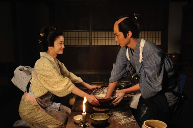 left: Aya Ueto (Haru) instructs Kengo Kora (Yasunobu Funaki) in washing rice. Watch this and many more Japanese films for free at the Eigai Sai Film festival running in Shang Cineplex, Shangri-La Plaza from July 9-19, 2015.